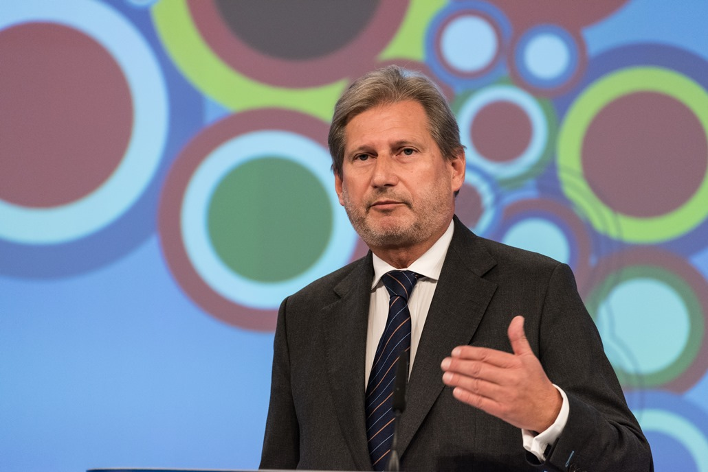 Press conference by Johannes Hahn   at  EC