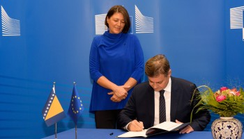 Chair of the Council of Ministers of Bosnia and Herzegovina Denis Zvizdić signs the Transport Community Treaty (TCT) in the presence of Member of the EC in charge of Transport Violeta Bulc.